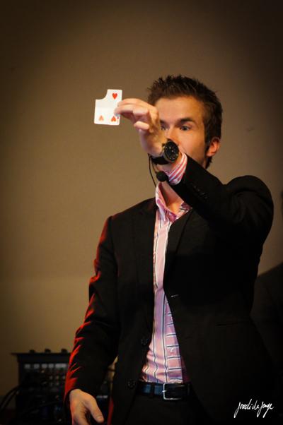 Tafelgoochelaar huren: topentertainment voor je gasten